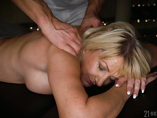 Horny mature Milf Amy is take note massage and wild doggy fuck