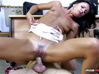 Cute babe loves to ride an marshal unearth