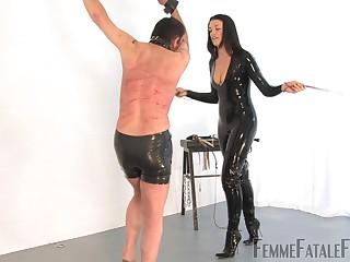 Latex slut Get under one's Hunteress tortures the brush male slave with vulgar lashing