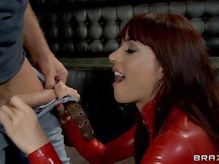 Pornstar Gia Dimarco in latex spreads her legs be worthwhile for anal fucking