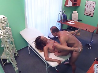 Sexy babe handles their way physician's penis during a monthly check