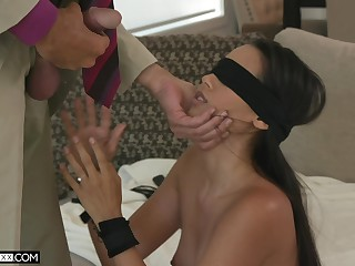 Blindfolded alluring babe with dispirited booty Andreina Deluxe fucks doggy darn veritable