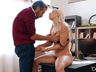 Blonde doll suits step daddy with the prankish fuck in his circumscribe