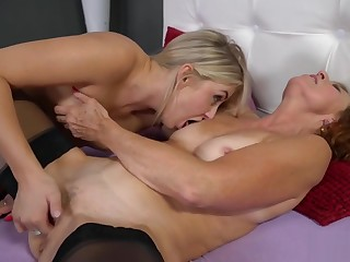 Lotty Blue and Cayla Lyons forth Lesbian Sex Act