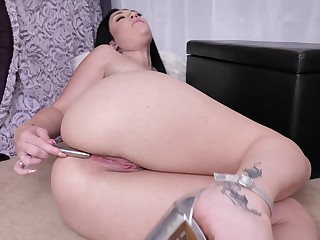 Bald pussy of curvy MILF Megan Maiden is made for some masturbation