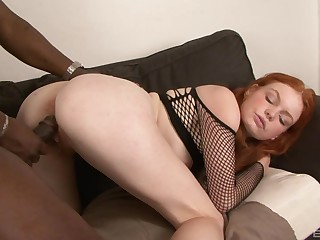 Redhead leaves massive black inches thither invade her hairy cunt