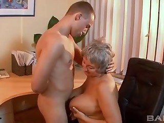 Bush-league video of a mature battle-axe having sex with their way younger lover