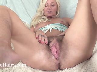 Mature British masturbates apropos her toy
