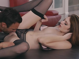 The way she rides and sucks dick is toute seule addictive