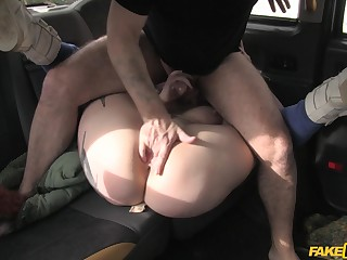 Stunning chick leaves the taxi driver adjacent to catch her cunt