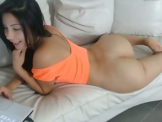 What a fucking pretty ass she has and her hot rump makes me hot to trot